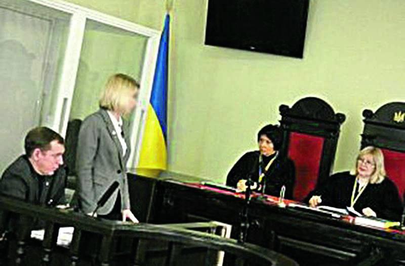 Начальницю відділу освіти Мурованокуриловецької РДА відсторонили від посади через закупівлю парт та стільців