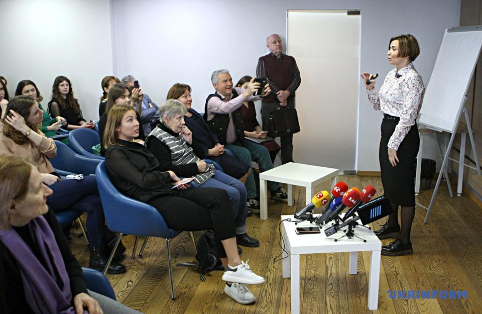 «Смартфон для батьків» на платформі «Дія» презентувало Мінцифри у Києві (відео)