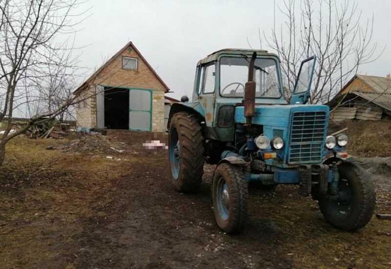 Під колесами трактора загинув чоловік з Вінниччини