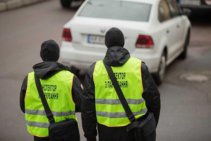 25 лютого у Вінниці інспекція з паркування почне штрафувати водіїв на 255-510 гривень (відео)
