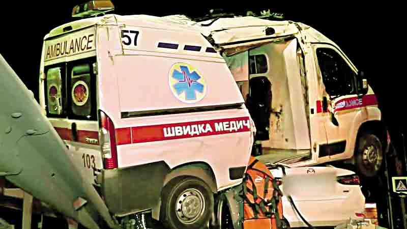 Автотроща з гайсинською «швидкою» – 5 людей у лікарні, Тетяні, що супроводжувала батька з інсультом до Вінниці, ампутували ногу