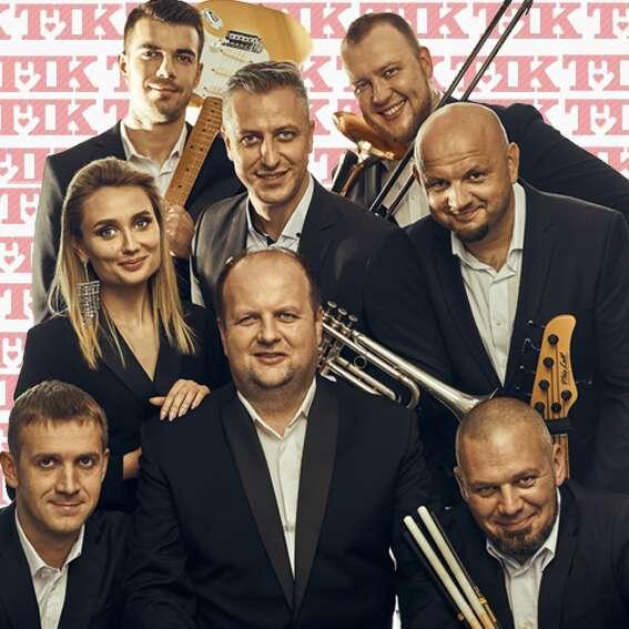 Сьогодні о 12.00 Віктор Бронюк свій 41- й день народження відсвяткує концертом он-лайн та новою піснею!