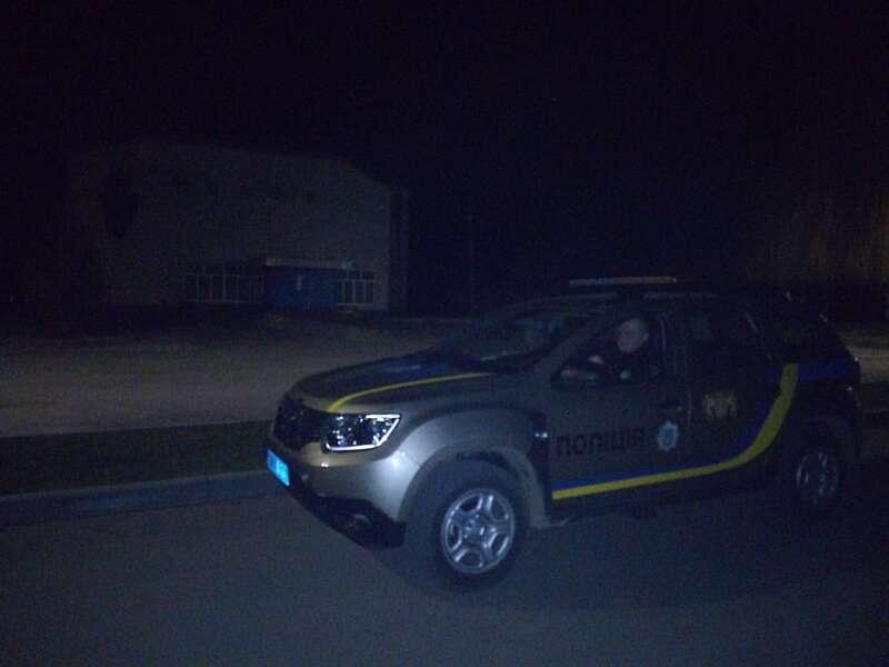 """Староста Могилівки викликав поліцію на """"оргію"""" молоді в центрі села!"""