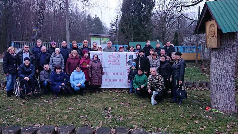 З «Кобзарями» у руках у Шевченковому лісі