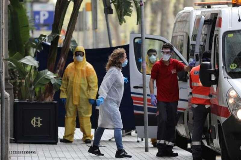 «Помирають від COVID-19 молоді люди, але їм вказують іншу причину смерті». Заява від лікарки з Іспанії