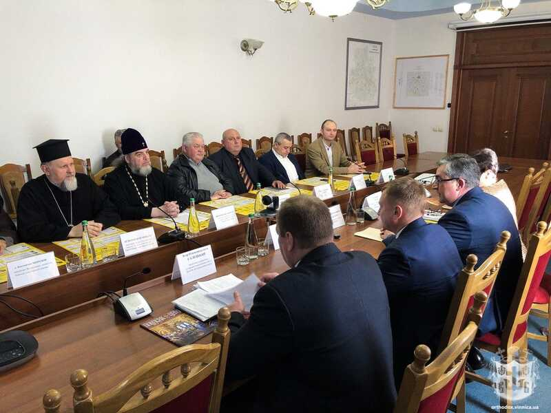 Запобіжні заходи поширення коронавірусу обговорили представники релігійних організацій Вінниччини з керівництвом області
