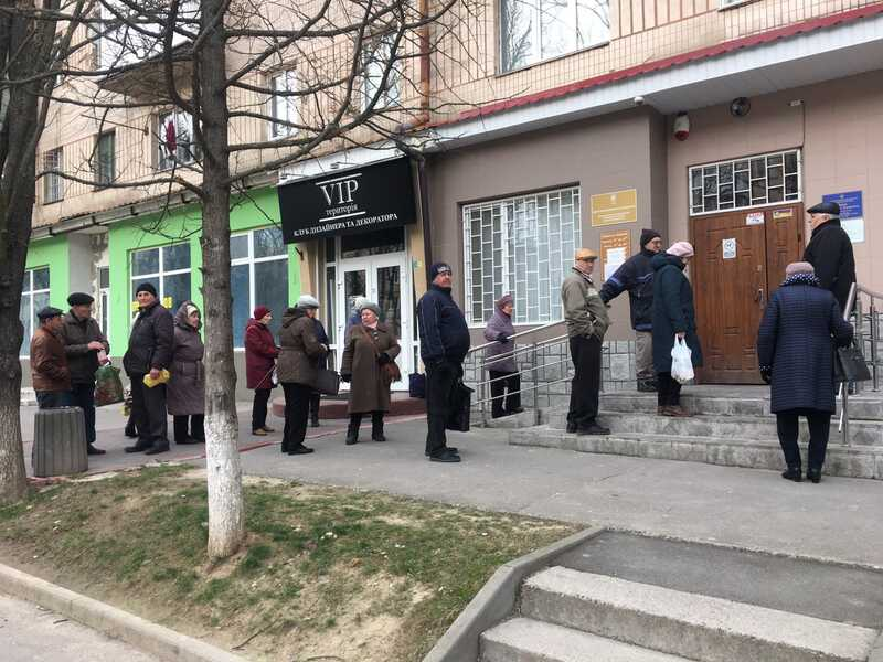 Пенсіонери ігнорують жорсткий карантин у Вінниці (відео)