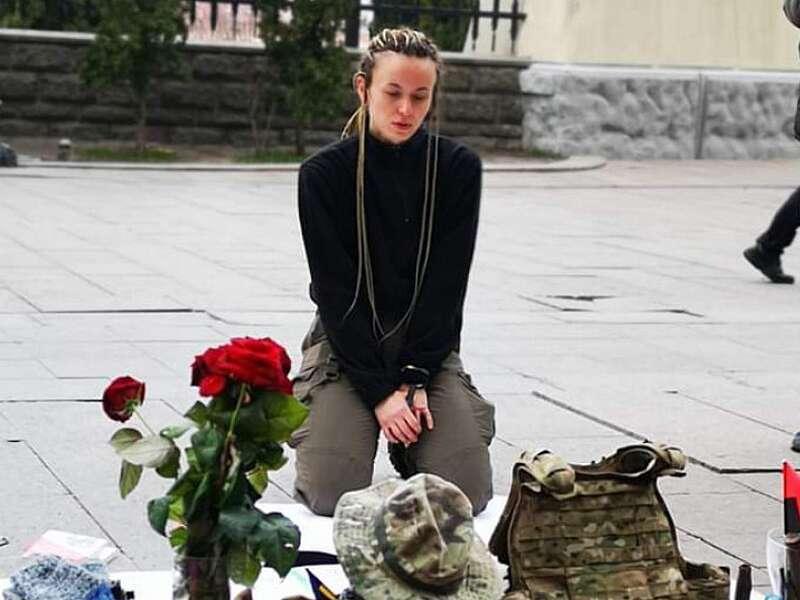 Ярина Чорногуз вже 2 тижні протестує під Офісом президента (відео)