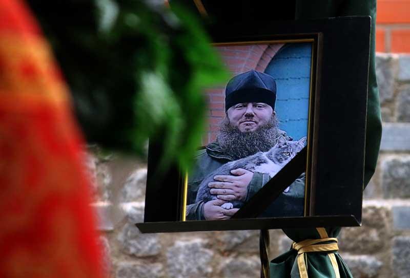 49-річний священник Олексій помер від коронавірусу. Його поховали у Вінниці на території храму, який він побудував на давньому кладовищі (деталі, відео)