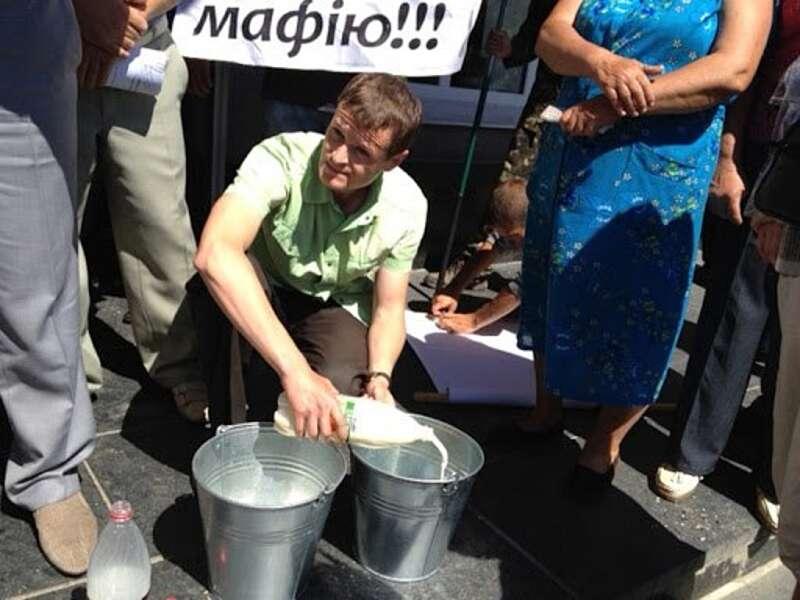 У селян Вінниччини знову приймають молоко по антирекордній ціні – 4,50!