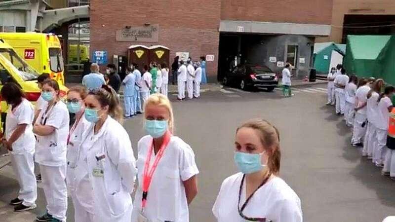 Коридор ганьби прем'єру влаштували медики у Бельгії і розвернулись спинами до мерседеса посадовця (відео)