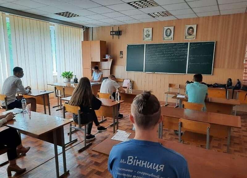 ЗНО з української мови стартувало паралельно з випускними