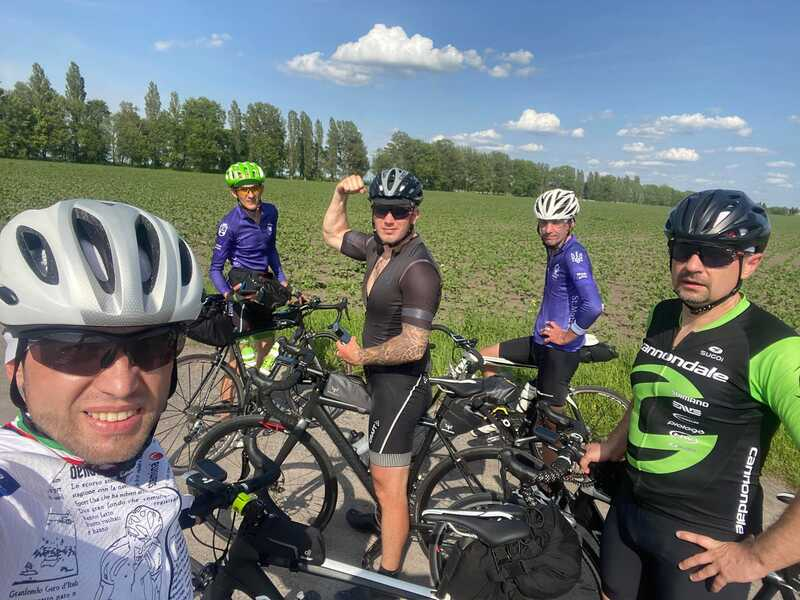 День народження під час добового велозаїзду на 422 кілометри святкував часник команди St. Matras RC із Вінниці Олександр Дубіцький