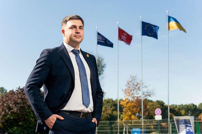 Віталій Погосян повернувся на роботу в банк, тричі міняв міста і посади, сьогодні святкує 39-й день народження…