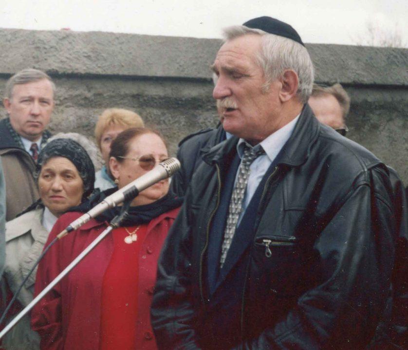 Батьки Д. Гройсмана віддають свій будинок під дім справедливості. «Вічному пам'ятнику», створеному ними, виповнилось 30 років