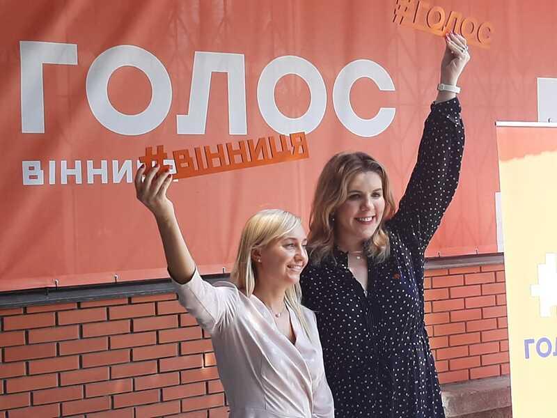 Вакарчук у Вінниці передав «Голос» у міцні жіночі руки нашій землячці Олександрі Устіновій (відео)