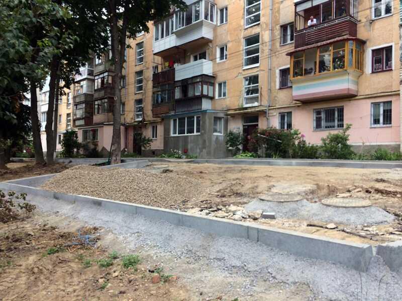 У дворі на вулиці Порика проводиться капітальний ремонт у Вінниці