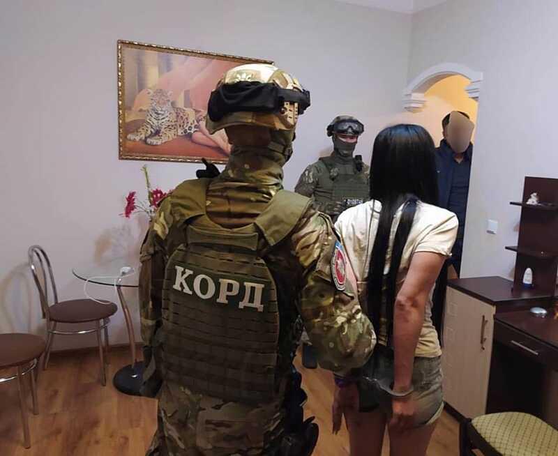 Поліцейські Вінниччини затримали групу сутенерів. Бандершою угруповання була жителька Азербайджану (ОНОВЛЕНО)