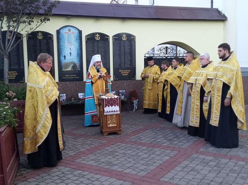 У Свято-Преображенському соборі молилися за загиблих на Донбасі українських воїнів (відео)