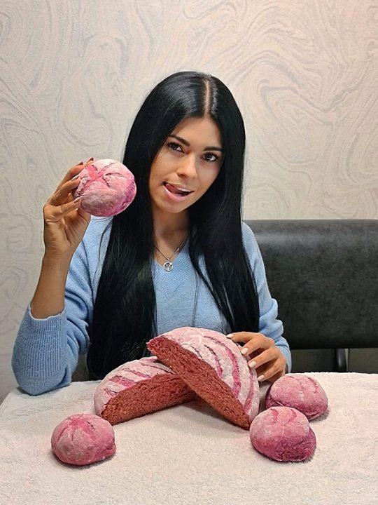 «Рожевий хліб», ароматні булочки стали хітом Інтернету (відео)
