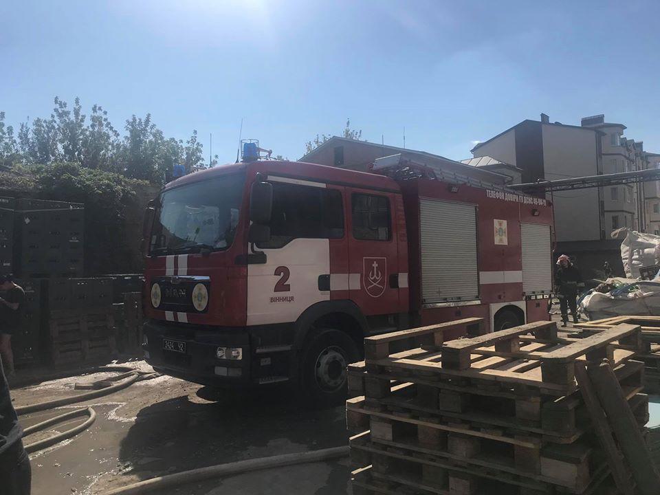 Вінницькі рятівники повідомляють, що пожежу на Чехова ліквідовано