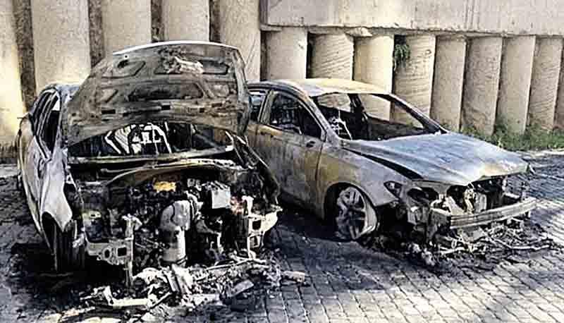 2 авто спалили у Вінниці біля «Резиденції» (подробиці)