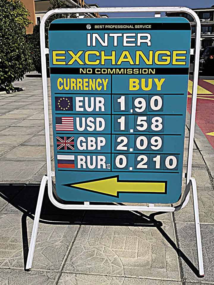 Чому коронавірус у всьому світі, а тільки в Україні через нього знищується економіка і знецінюється національна валюта?