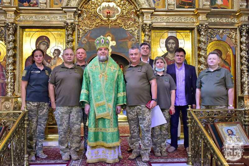 Військових медиків Вінниччини нагородили медалями ПЦУ «За жертовність і любов до України»