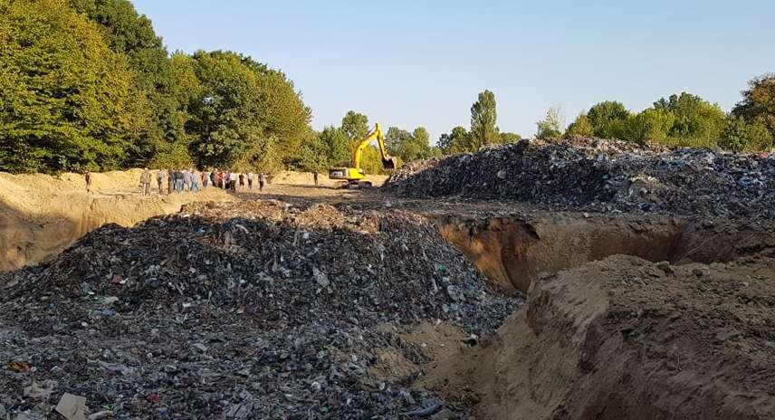 У Браїлові почалась скандальна сесія, знімають з посади селищного голову через львівське сміття (відео)
