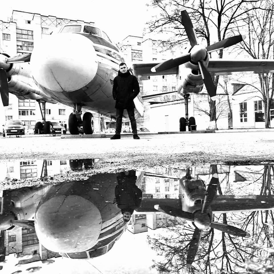 Двоє курсантів з Вінниччини загинули у авіакатастрофі під Харковом. У понеділок рідні їдуть на ідентифікацію тіл