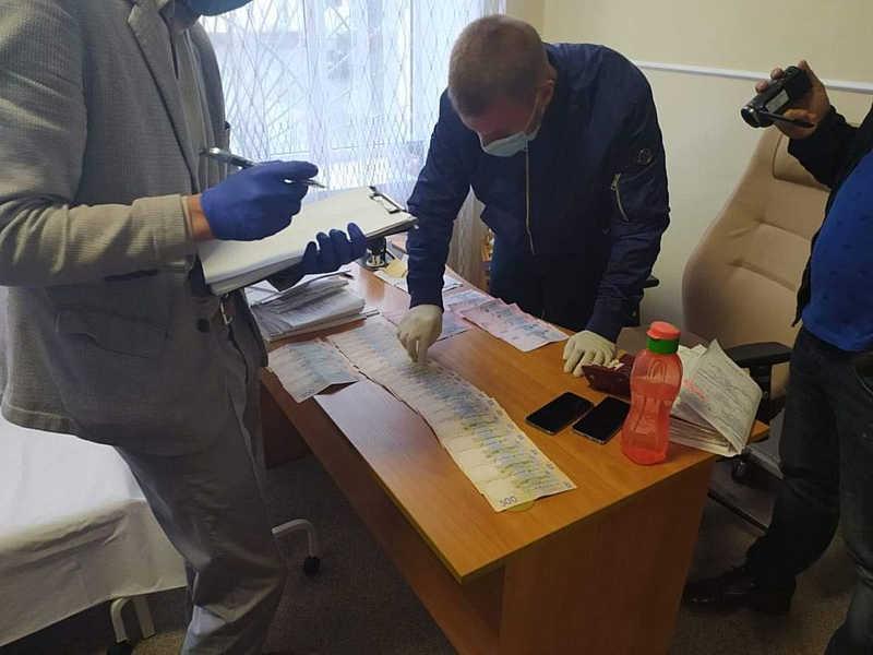 На Вінниччині поліцейські викрили посадовців МСЕКу у хабарництві