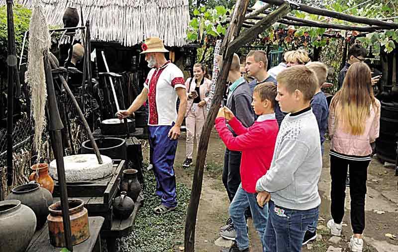 Як дід Віктор з Високого став блогером і створив унікальний музей