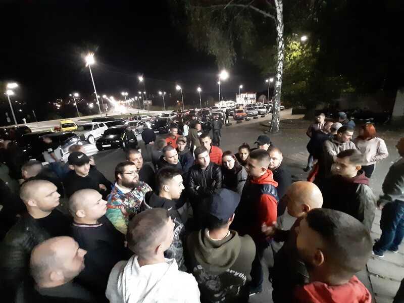 250 авто, байки і поліція – найбільша автомобільна тусовка у Вінниці зібралась для вирішення своїх проблем (відео)