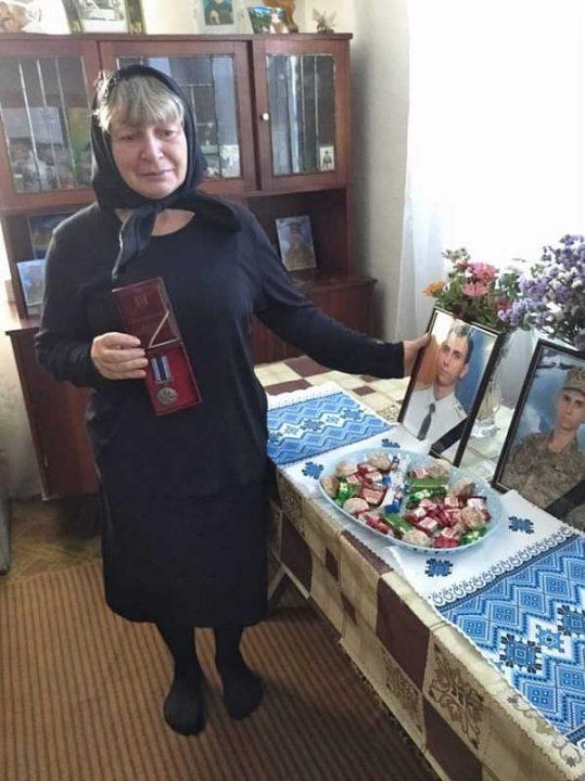 Матері загиблого курсанта з Вінниччини вручили нагороду сина