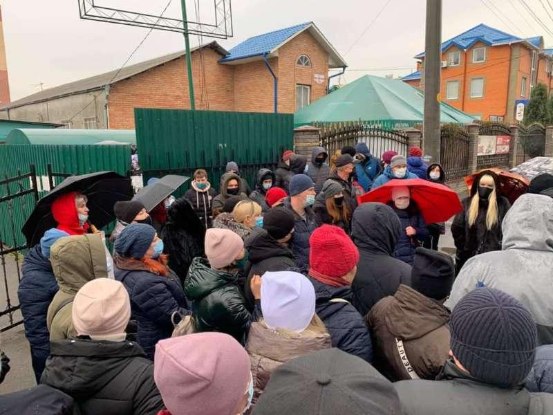 Торгівці муніципального ринку вийшли на протест – вимагають роботи!