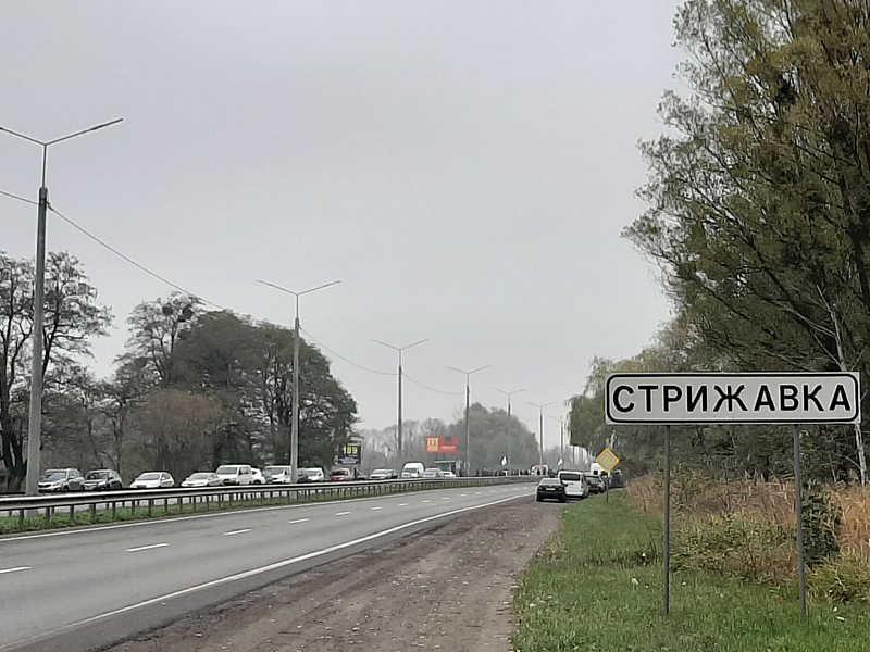 У Стрижавці ФОПи перекрили дорогу! Протестують проти карантину вихідного дня (відео)