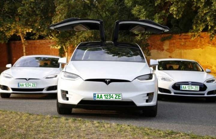 """На Вінниччині понад 50 власників електроавтомобілів отримали """"зелені"""" номери"""