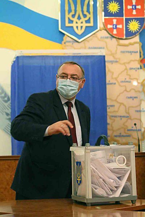 Валерій Коровій склав депутатські повноваження, бо не став головою облради після виграних для Гройсмана виборів? (відео)