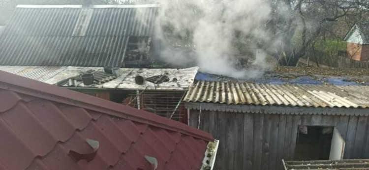 Вінницькі пожежники ліквідовували масові пожежі у господарчих будівлях
