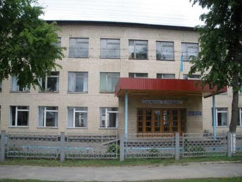 100 га землі Гущинецького профтехучилища, яке віддали 7 особам у приватну власність знову повернули державі через суд