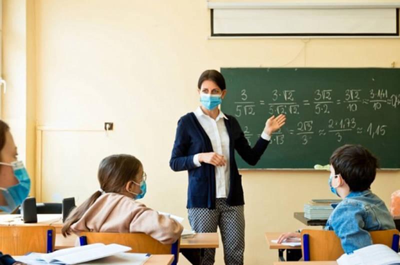 Уряд відклав на рік підвищення окладів педагогам