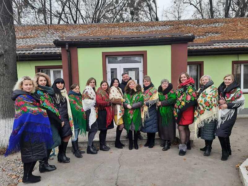 Жінки-медики Тульчинського медичного центру підтримали Флешмоб до Дня української хустки