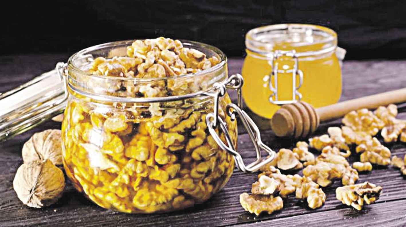 Мед з волоськими горіхами підвищує потенцію