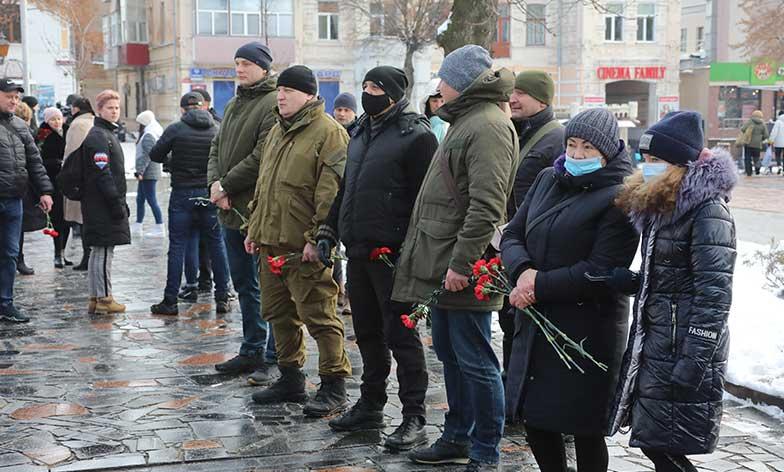 Вінницькі учасники бойових дій вшанували пам'ять загиблих у Донецькому аеропорту кіборгів (відео)