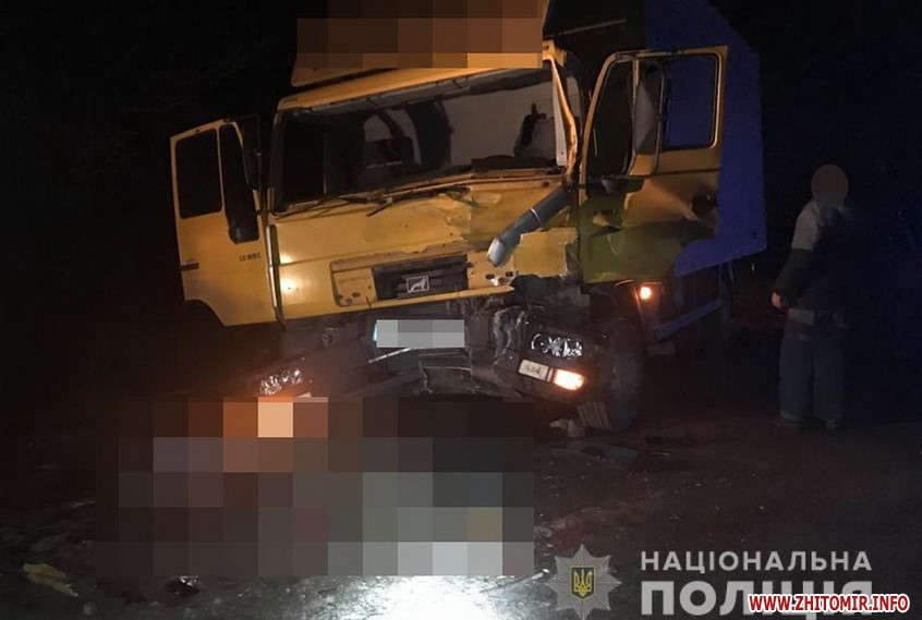 У ДТП загинули двоє жителів Вінниччини: чоловіки знаходились біля припаркованого ЗІЛа в той час, як у нього в'їхав MAN