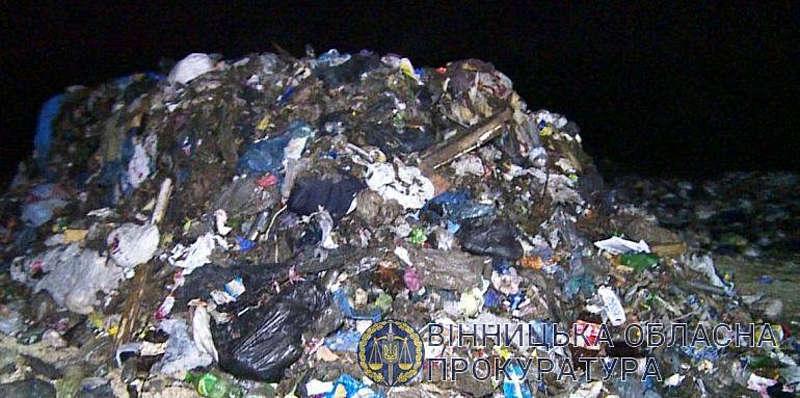 Директору ТОВ з Вінниччини повідомлено про підозру за забруднення земель львівським сміттям
