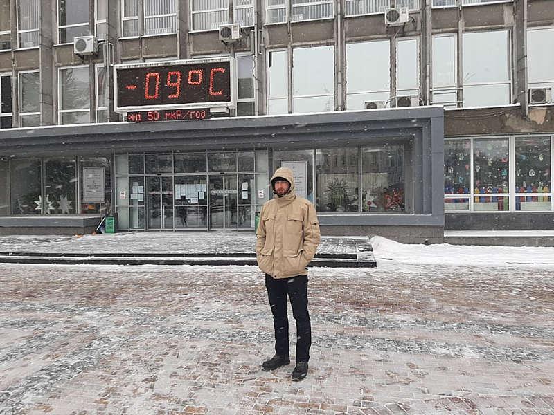 Денис Котов самотньо вийшов сьогодні на тарифний майдан у Вінниці… Мороз чи 23 копійки знижки на газ не зібрали цей мітинг? (відео)