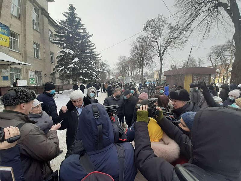 Медики районної лікарні у Вінниці вийшли на протест проти передачі медзакладу в обласний центр (відео)