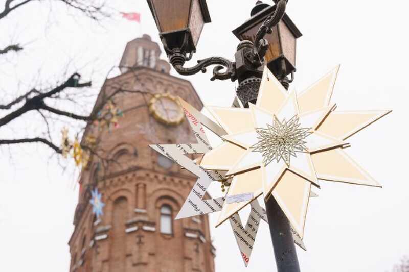 У Вінниці на Європейській площі з'явились різдвяні зірки