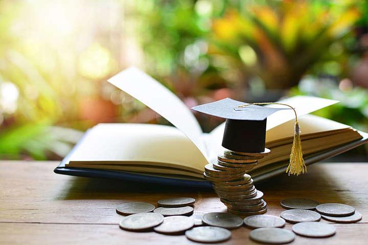 Кому з вінничан призначено державні стипендії?